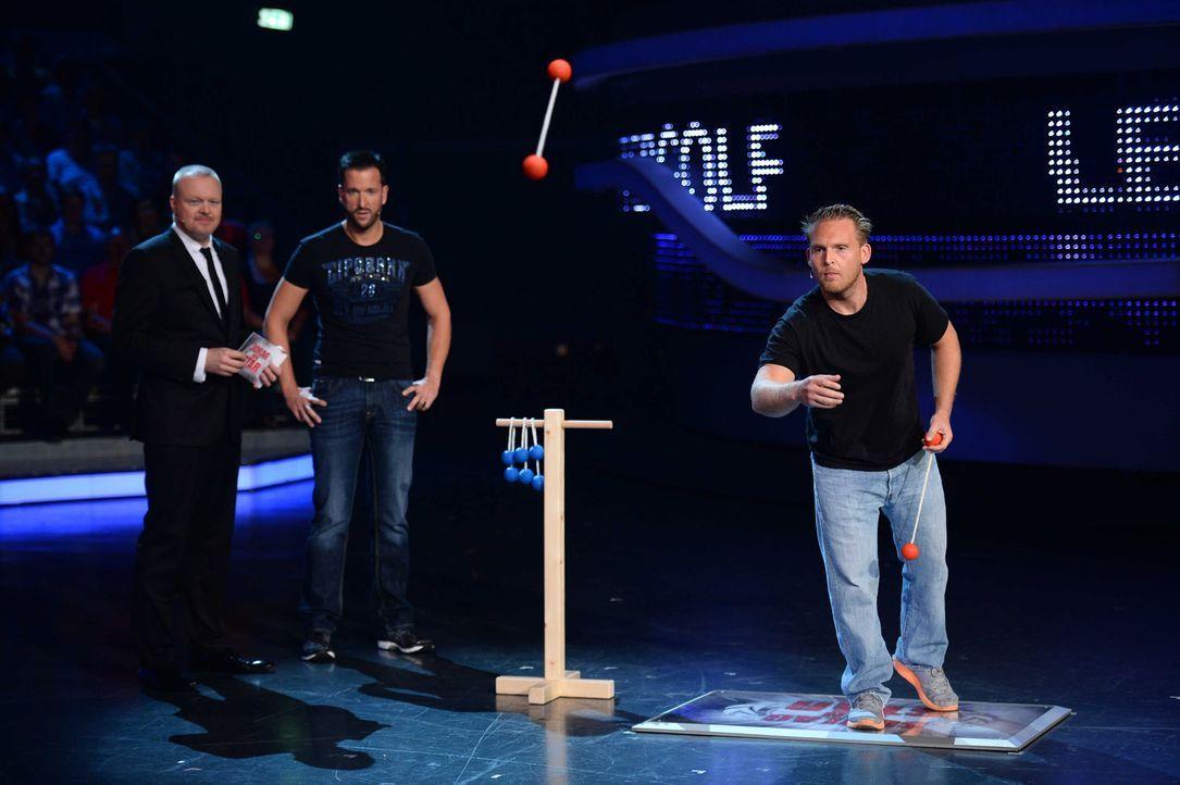 Stefan Raab (l.) lässt Michael Wendler (M.) und Axel Stein (r.) aufeinander los. Doch wer wird das Spiel für sich entscheiden können? - Bildquelle: Willi Weber ProSieben