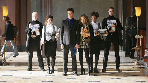 Amanda (Becki Newton, 3.v.r.) ist sich ziemlich sicher, dass Marc (Michael Ur...