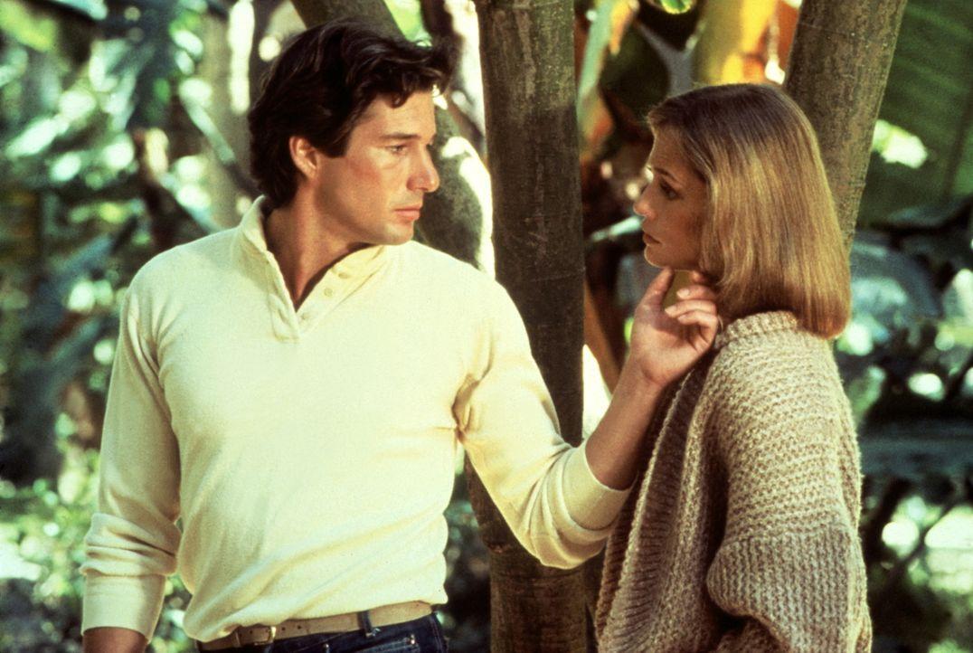 Die attraktive Senatorenfrau Michelle (Lauren Hutton, r.) holt Julian (Richard Gere, l.) mit einer Falschaussage aus dem Gefängnis heraus ... - Bildquelle: Paramount Pictures