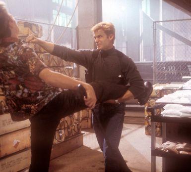 Tracker - Eines Tages erhält Privatdetektiv Spears (Casper Van Dien, r.) eine...