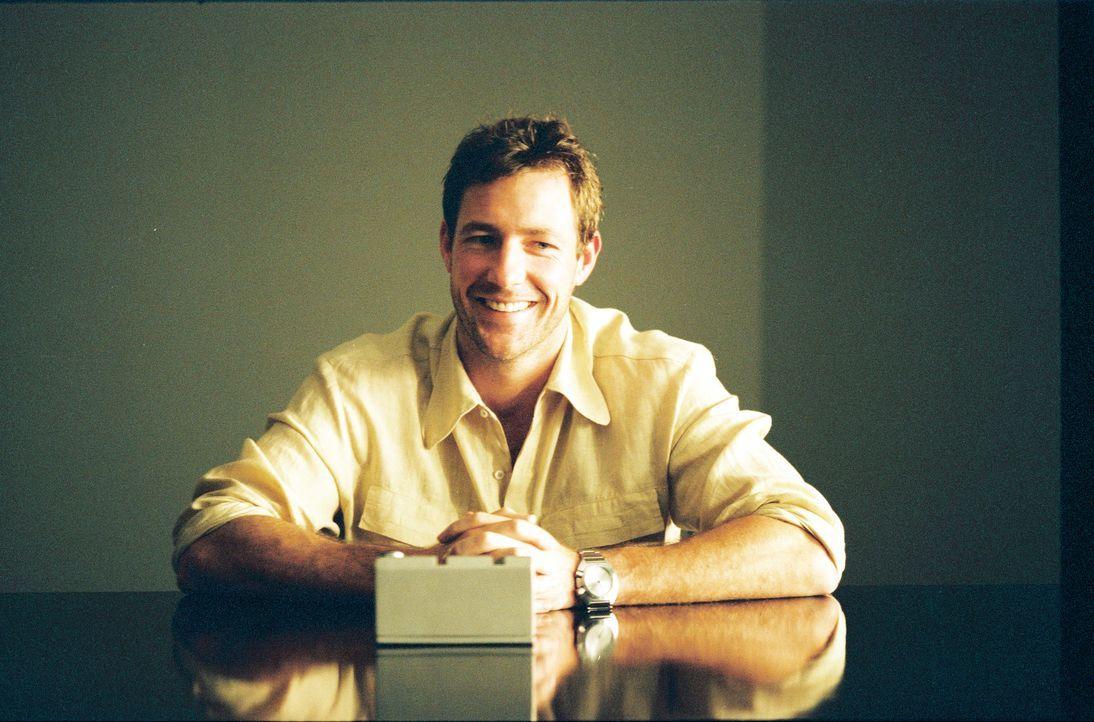 """Die Firma """"Time Safari Inc."""" schickt reiche Abenteurer mit dem Jäger Travis Ryer (Edward Burns) zu arrangierten Dinosaurierjagden in die Vergangenhe... - Bildquelle: ApolloMedia"""
