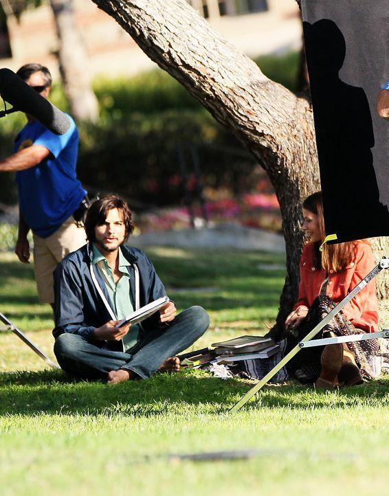 ashton-kutcher-filmset-jobs-12-06-18-11-comjpg 1561 x 1990 - Bildquelle: WENN.com