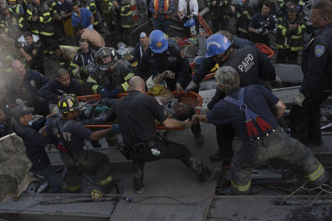 Von einem Moment auf den anderen werden die Retter zu Opfern. 2749 Menschen sterben beim Attentat auf das World Trade Center, darunter über 300 Pol... - Bildquelle: TM &   Paramount Pictures. All Rights Reserved.