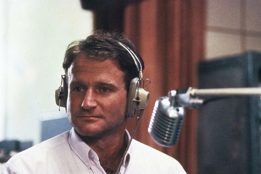 Als der neue Discjockey Adrian Cronauer (Robin Williams) an diesem Morgen des Jahres 1965 beim US-Soldatensender in Saigon anfängt, sind die Tage de... - Bildquelle: Touchstone Pictures