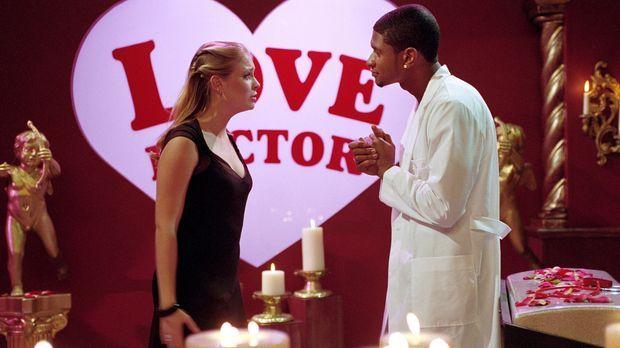 Da Sabrina (Melissa Joan Hart, l.) Josh ihre Liebe nicht gestehen kann, wird...