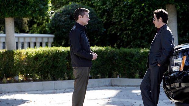 Damian Lake (James Marsters, l.) steht vor Gericht wegen des Mordes an Erica...