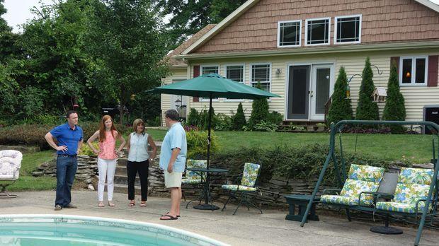 Suchen zusammen mit Immobilienmakler Paul DeLano (r.) ein Haus am See in Cass...