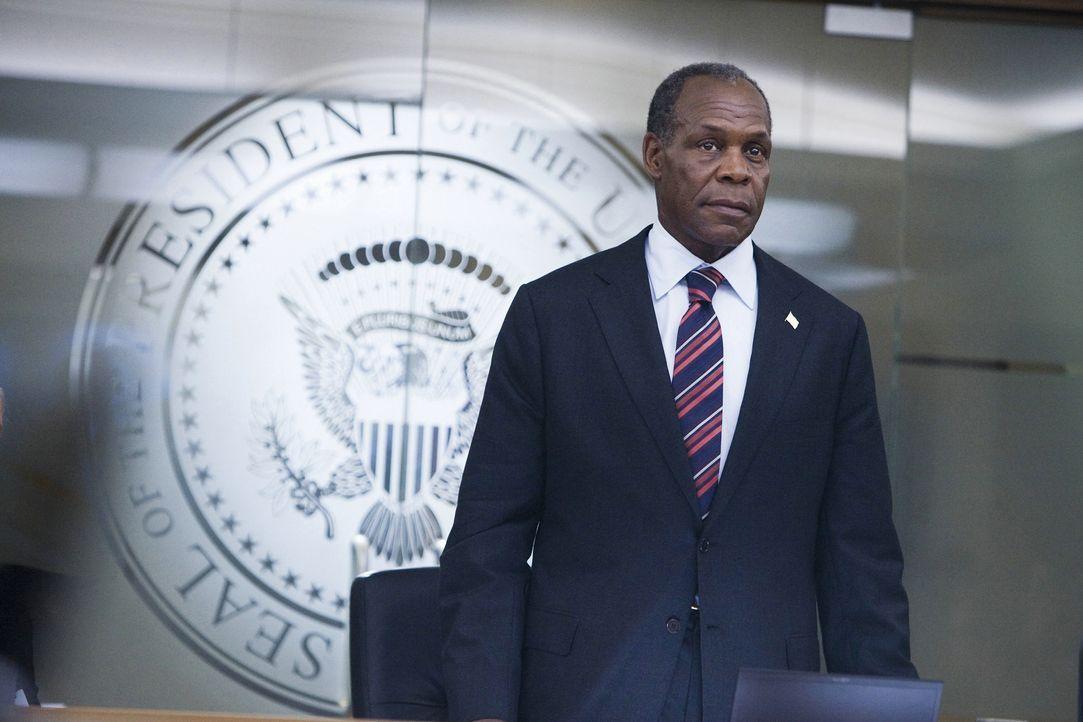 Hat einen Plan entwickelt, um zumindest einen kleinen Teil der Menschheit zu retten: Präsident Thomas Wilson (Danny Glover) ... - Bildquelle: 2009 Columbia Pictures Industries, Inc. All Rights Reserved.