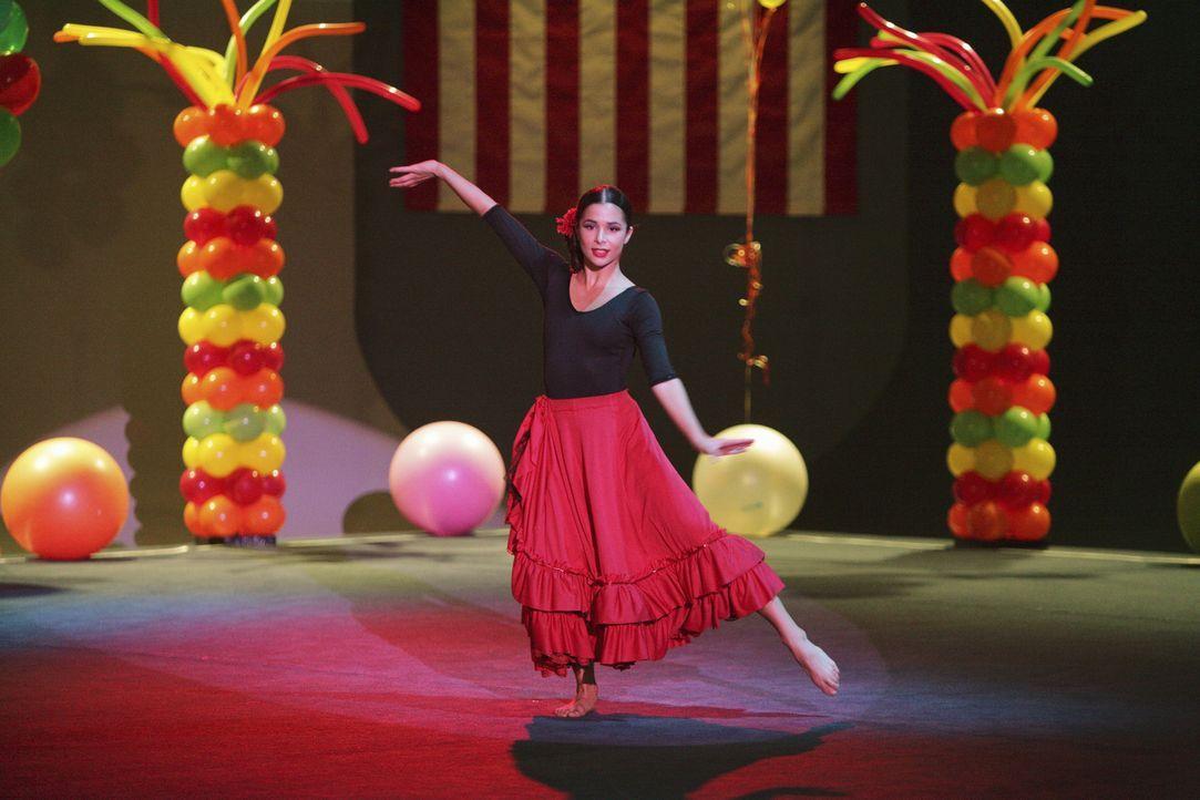 Begeistert das Publikum mit ihrem Auftritt: Kaylie Cruz (Josie Loren) - Bildquelle: 2009 DISNEY ENTERPRISES, INC. All rights reserved.