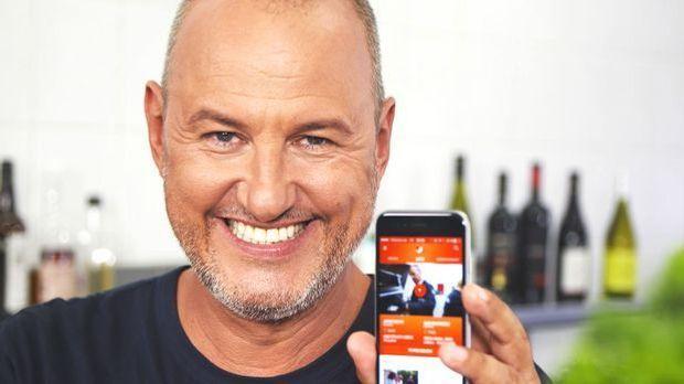 Frank Rosin mit der kabel eins App