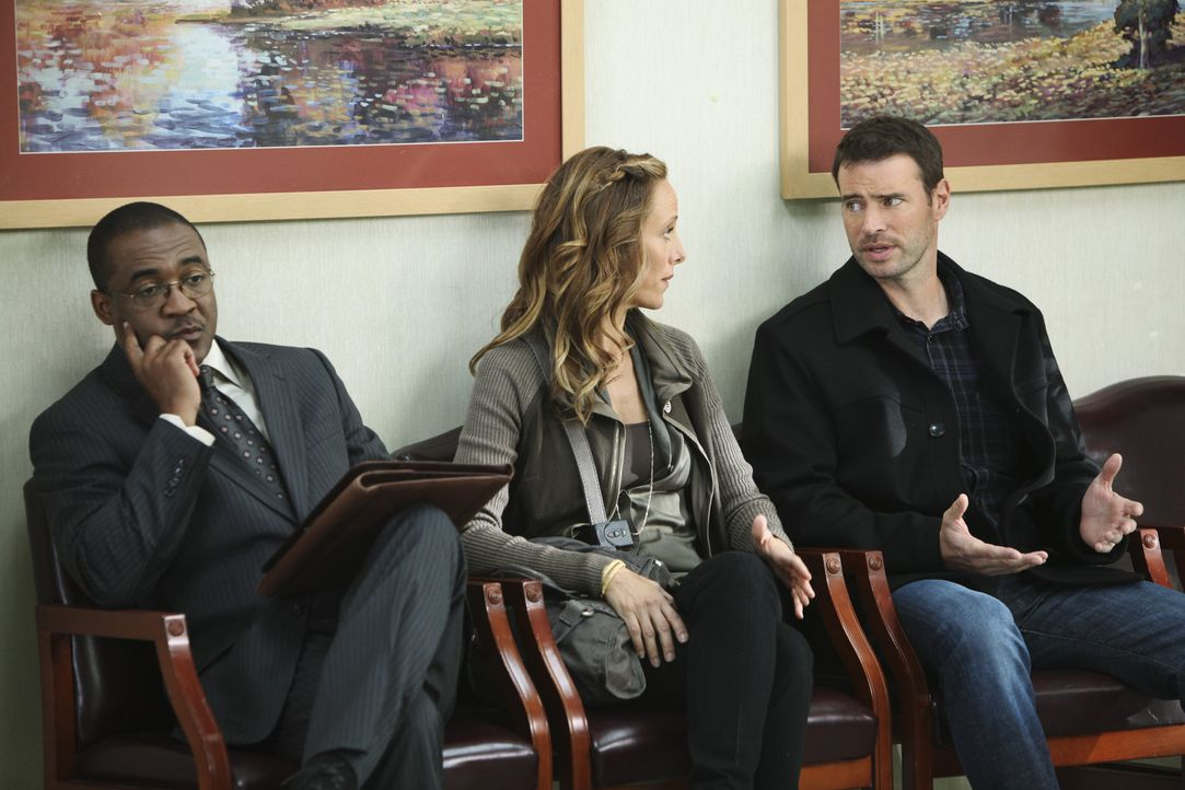 Teddy (Kim Raver, M.) ist fest entschlossen, Henry (Scott Foley, r.), den krebskranken Patienten, zu heiraten. Sie bittet Owen, ihr Trauzeuge zu sei... - Bildquelle: ABC Studios