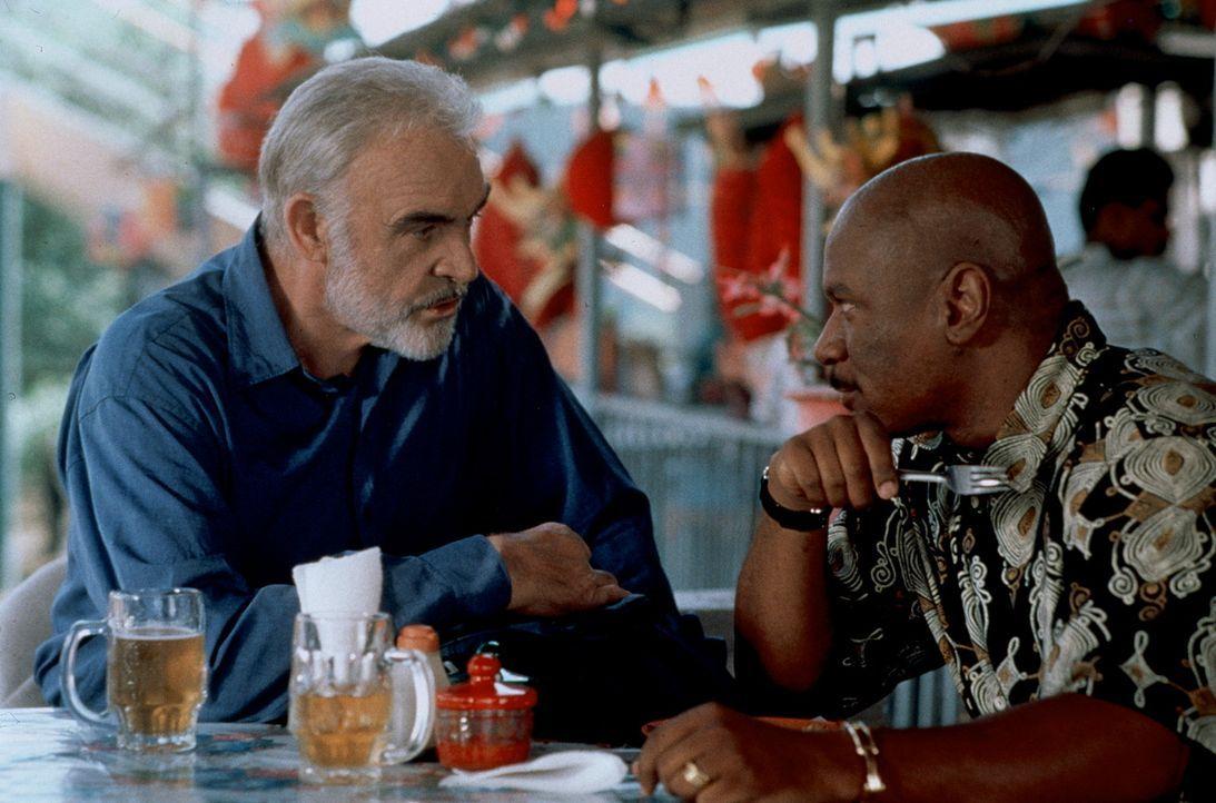 Meisterdieb Mac (Sean Connery, l.) kann auf einen treuen Helfershelfer zurückgreifen: High-Tech-Lieferanten Thibadeaux (Ving Rhames, r.) ... - Bildquelle: 20th Century Fox.
