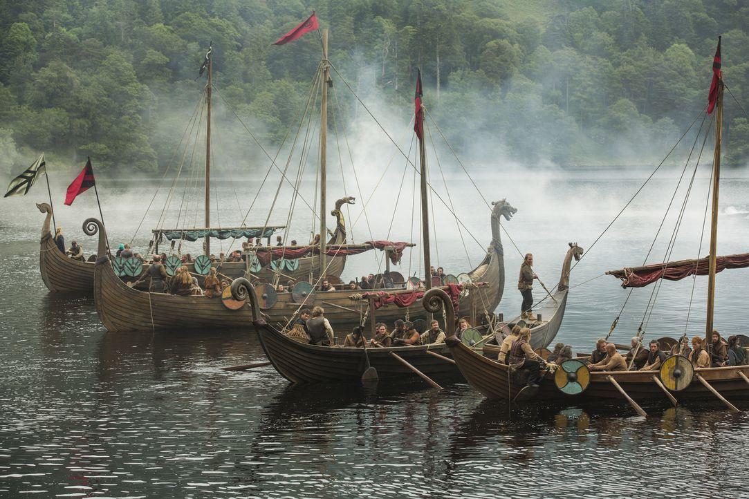 Die Wikinger segeln unter der Führung von Ragnar erneut nach Wessex, um das Land einzufordern, das König Ecbert ihnen im Gegenzug für die Söldner ve... - Bildquelle: 2015 TM PRODUCTIONS LIMITED / T5 VIKINGS III PRODUCTIONS INC. ALL RIGHTS RESERVED.