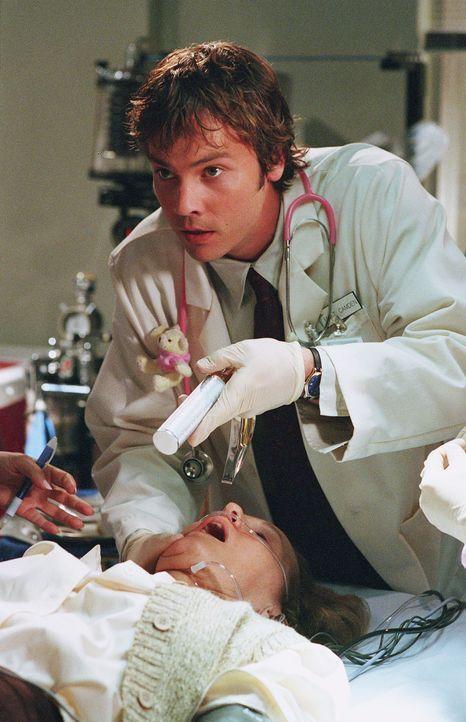 Im Krankenhaus wird Matt (Barry Watson) einiges abverlangt ... - Bildquelle: Paul McCallum The WB Television Network