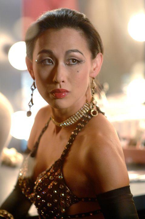 Die Tänzerin Nikki (Nicole Bilderback) wird von Lilly Rush und ihrem Team überrascht. Hat sie etwas mit dem Mord an Nadia zu tun? - Bildquelle: Warner Bros.