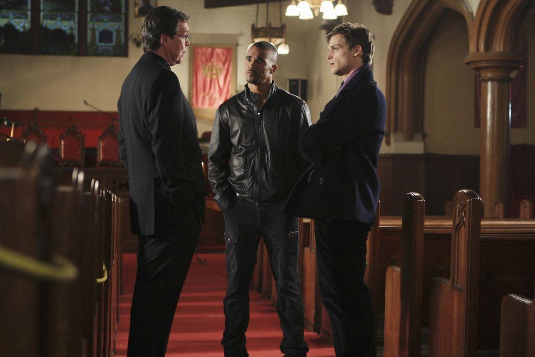Um eine Mordserie aufzuklären, reist das BAU-Team um Reid (Matthew Gray Gubler, r.) und Morgan (Shemar Moore, M.) nach Portland, Oregon. Bei den Er... - Bildquelle: ABC Studios