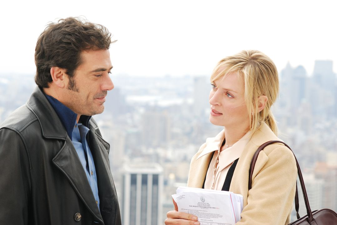 Über einen PC-Crack hackt sich Patrick (Jeffrey Dean Morgan, l.) in New Yorks Bürgerregister und erklärt sich und Emma (Uma Thurman, r.) kurzerhand... - Bildquelle: 2008 Accidental Husband Intermediary, Inc. All Rights Reserved.