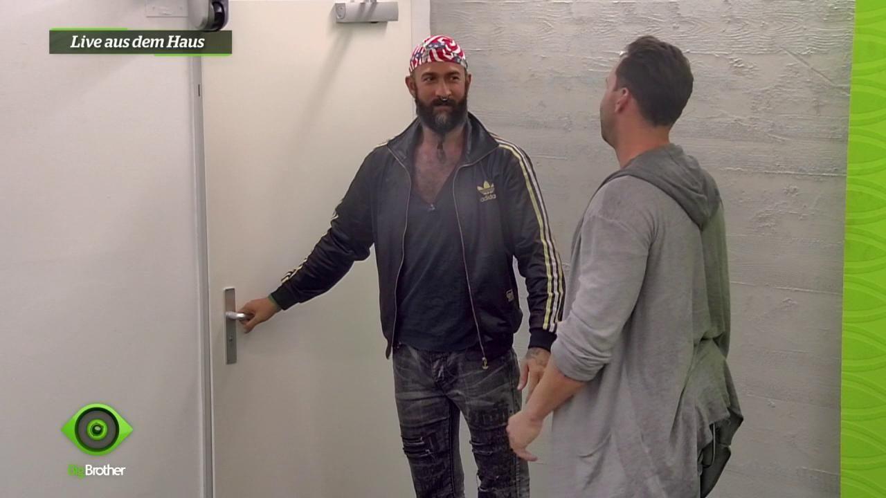 HC lernt seinen neuen Teampartner Guido kennen - Bildquelle: sixx