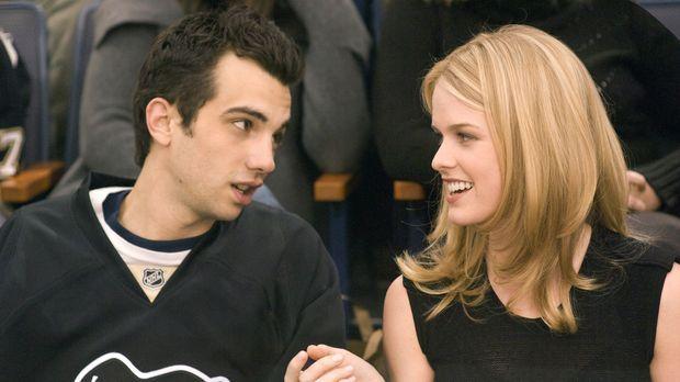 Zu scharf um wahr zu sein - Bei ihrem ersten Date: Kirk (Jay Baruchel, l.) un...