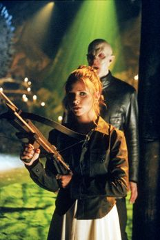 Buffy - Buffy (Sarah Michelle Gellar)tritt zum letzten Gefecht gegen den Meis...