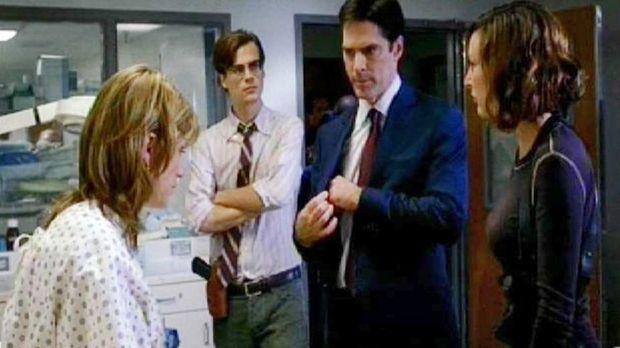 Die Special Agents Dr. Spencer Reid (Matthew Gray Gubler, 2.v.l.), Aaron Hotc...