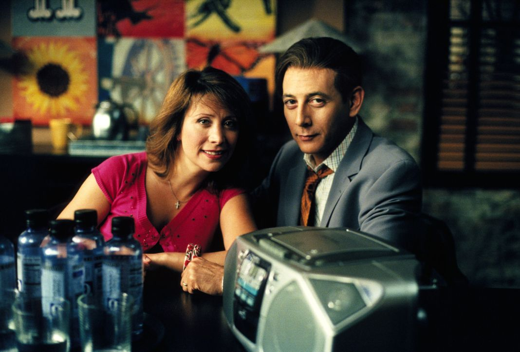 Ihre Ehe gerät durch einen einzigen Blick von Sting aus den Fugen: Melissa (Cheri Oteri, l.) und Louis Foy (Paul Reubens, r.) ... - Bildquelle: 2001 Twentieth Century Fox Film Corporation. All rights reserved.