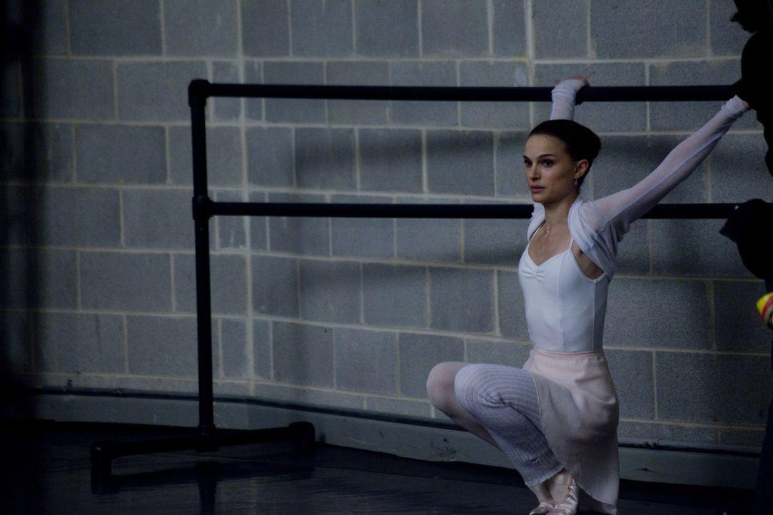 Die junge Nina (Natalie Portman) zählt zu den besten Balletttänzerinnen des New Yorker Ensembles. Sie trainiert jeden Tag wie eine Besessene, um d... - Bildquelle: 20th Century Fox
