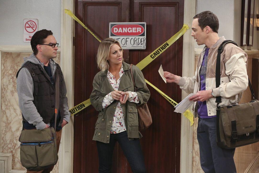 Penny (Kaley Cuoco, M.) und Leonard (Johnny Galecki, l.) lernen endlich Sheldons (Jim Parsons, r.) Großmutter Meemaw kennen. Doch während sie gut mi... - Bildquelle: 2015 Warner Brothers