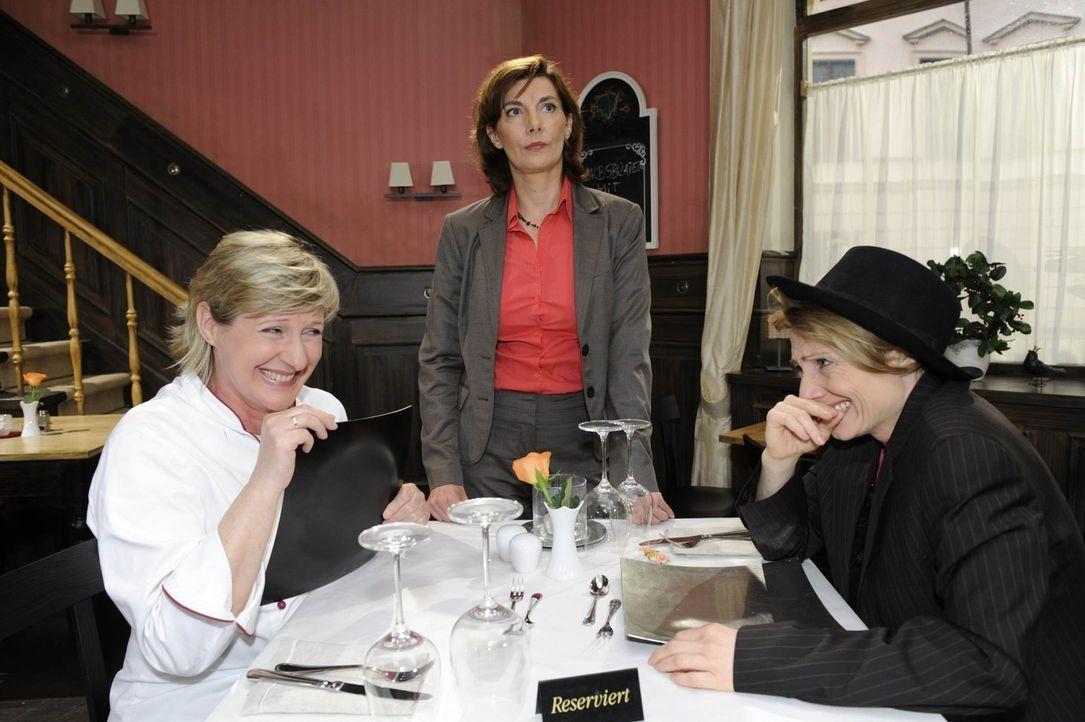 Das Trio Infernale sieht den Racheplan schon scheitern: (v.l.n.r.) Susanne (Heike Jonca), Steffi (Karin Kienzer), Brigitte (Joana Schümer) - Bildquelle: SAT.1
