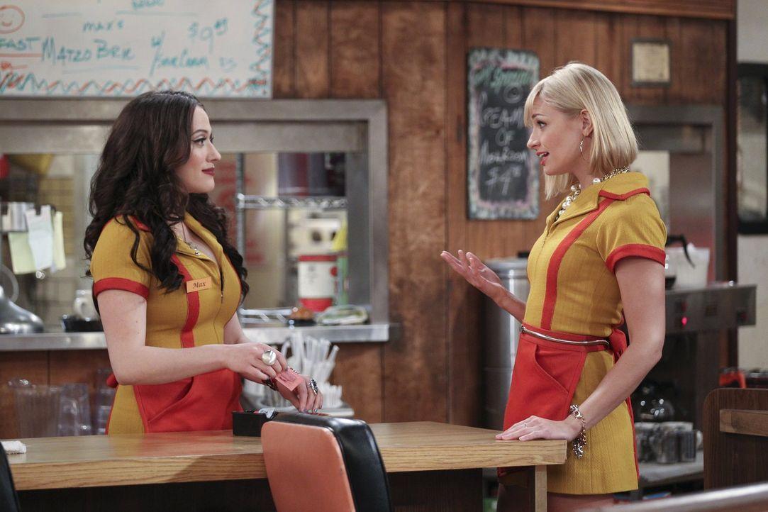 Max (Kat Dennings, l.) und Caroline (Beth Behrs, r.) haben eine neue Geschäftsidee, doch wird die wirklich funktionieren? - Bildquelle: Warner Bros. Television