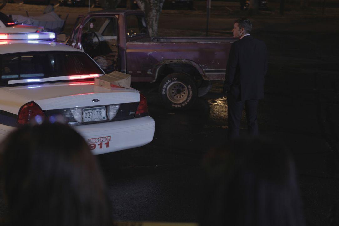 Ein Truck fährt mitten in ein Wohnhaus - der Fahrer ist tot. Lt. Joe Kenda (Carl Marino) ermittelt und schnell wird klar, dass der Fahrer nicht währ... - Bildquelle: Jupiter Entertainment