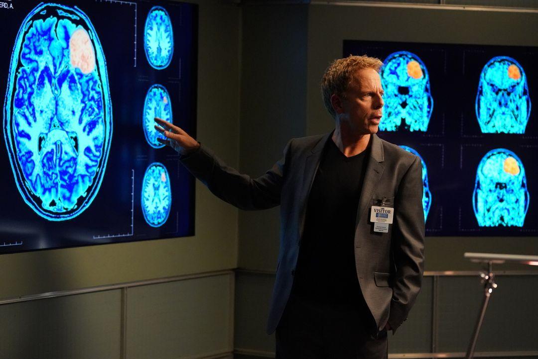 Während sich Dr. Koracick (Greg Germann) um Amelias Tumor kümmert, zwingt Harper Avery Bailey dazu, fast all ihre bisherigen Entscheidungen als Leit... - Bildquelle: Mitch Haaseth 2017 American Broadcasting Companies, Inc. All rights reserved.