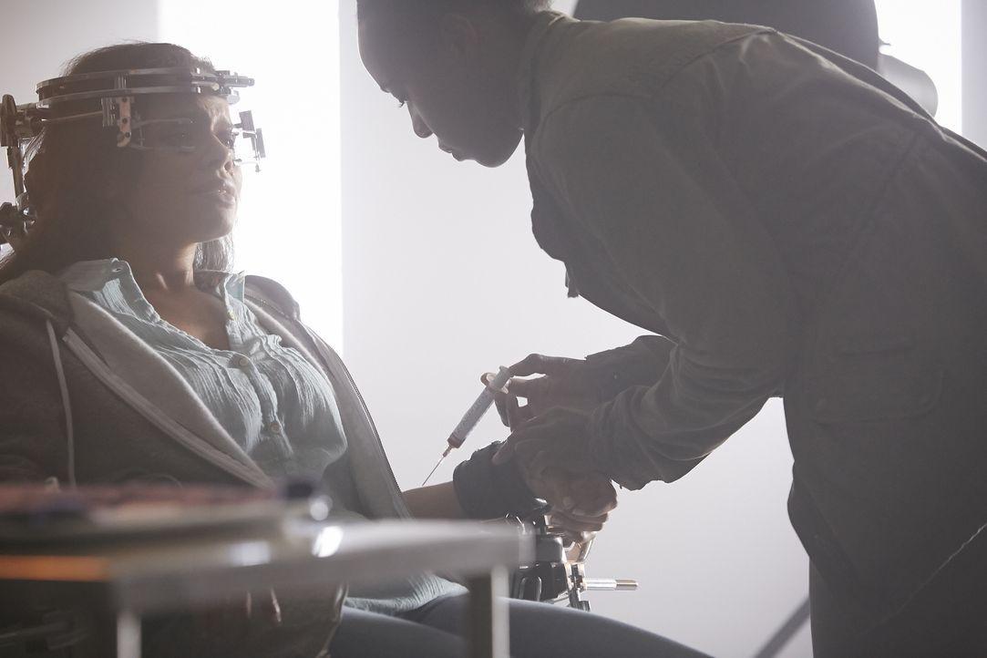 Nachdem Logan sie nicht retten konnte, muss Rachel (Genelle Williams) noch weitaus schlimmere Qualen über sich ergehen lassen ... - Bildquelle: 2015 She-Wolf Season 2 Productions Inc.
