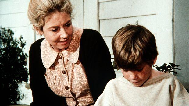 Olivia (Michael Learned, l.) versucht herauszufinden, warum ihr Feriengast, d...