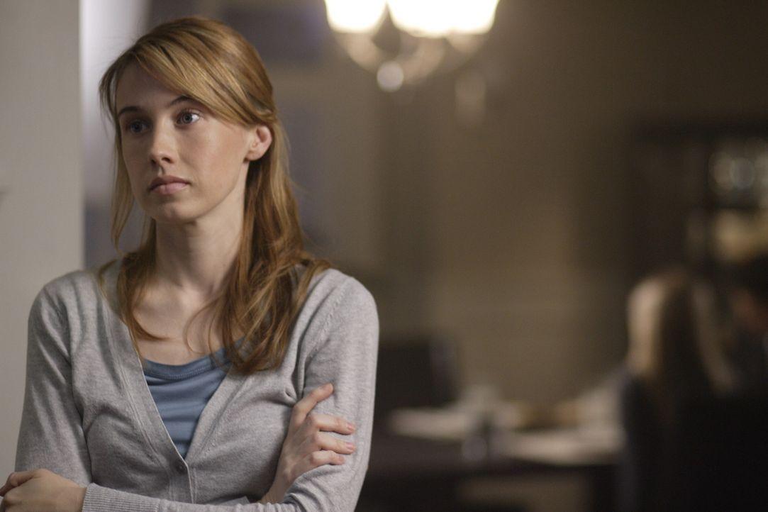 """Sam und Dean sind geschockt, als sie herausfinden, dass Castiels """"Gastkörper"""" Jimmy sein altes Leben wiederhaben und mit seiner Frau Amelia Novak (... - Bildquelle: Warner Bros. Television"""