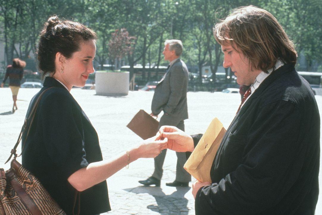 Als sich die Einwanderungsbehörde einschaltet, sind Bronté Parrish (Andie MacDowell, l.) und George Fauré (Gérard Depardieu, r.) gezwungen, sich näh... - Bildquelle: Warner Bros.