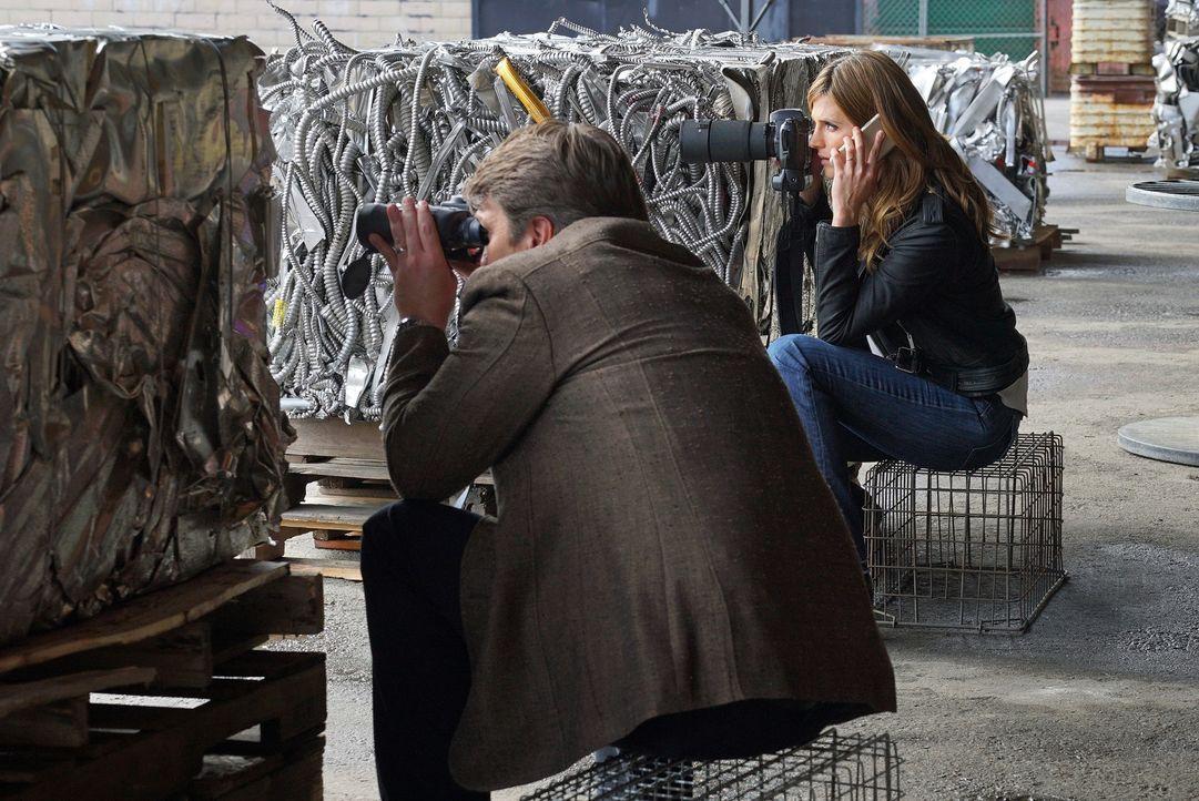 Castle (Nathan Fillion, l.) und Beckett (Stana Katic, r.) wollen endlich gegen LokSat antreten, doch dann gerät alles außer Kontrolle ... - Bildquelle: Byron Cohen 2016 American Broadcasting Companies, Inc. All rights reserved.