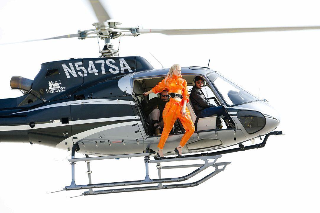 GNTM-Stf10-Epi06-Helikopter-Shooting-80-Daniela-ProSieben-Richard-Huebner - Bildquelle: ProSieben/Richard Huebner