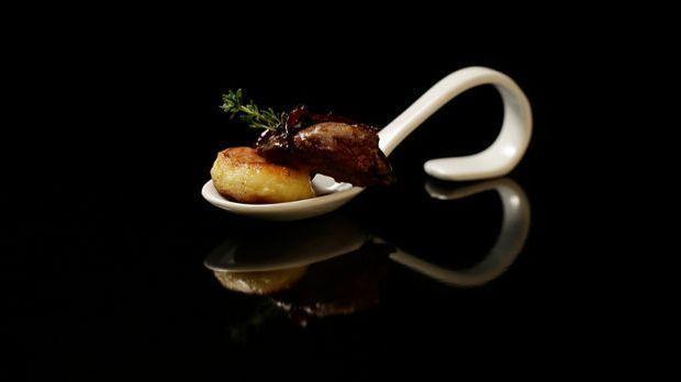 The-Taste-Stf01-Epi02-1-Pillekuchen-Christa-Schilbock-01-SAT1