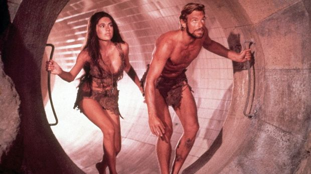 Auf der Flucht: Brent (James Franciscus, r.) und Nova (Linda Harrison, l.) .....