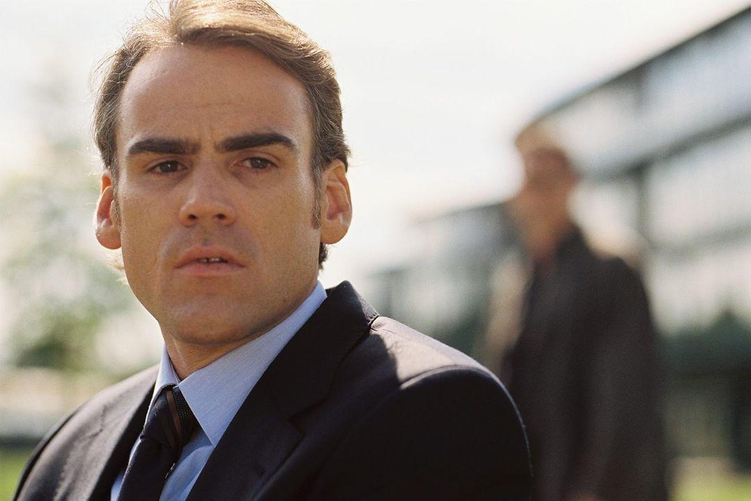 Was hat der Bruder des Opfers - Alexander (Sebastian Blomberg), der Philipp als Letzter am Tatort lebend gesehen hat - mit dem Mord zu tun? - Bildquelle: Tom Trambow Sat.1