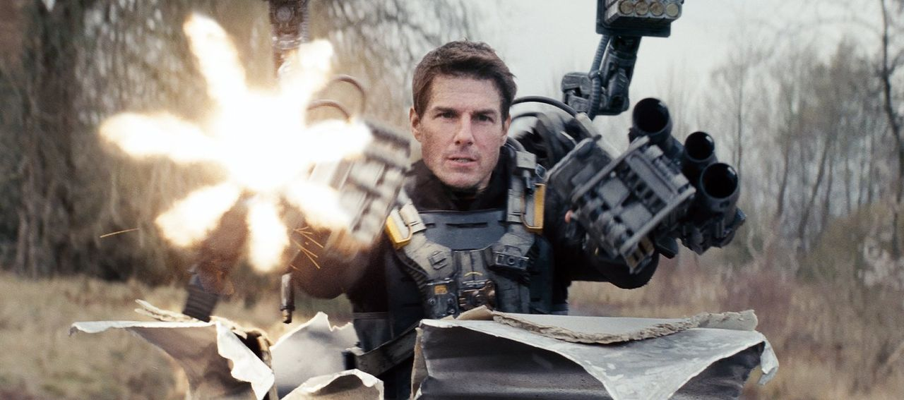 Er erlebt denselben Tag immer und immer wieder: Major Bill Cage (Tom Cruise), der bei einem Einsatz gegen eine feindliche Alienrasse getötet wird, a... - Bildquelle: Warner Bros. Television
