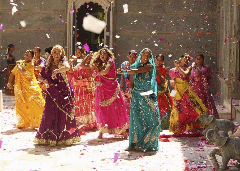Als Tänzerinnen unschlagbar: die Cheetah Girls (v. l. n. r. Sabrina Bryan, Adrienne Bailon, Kiely Williams) ... - Bildquelle: Disney - ABC - ESPN Television