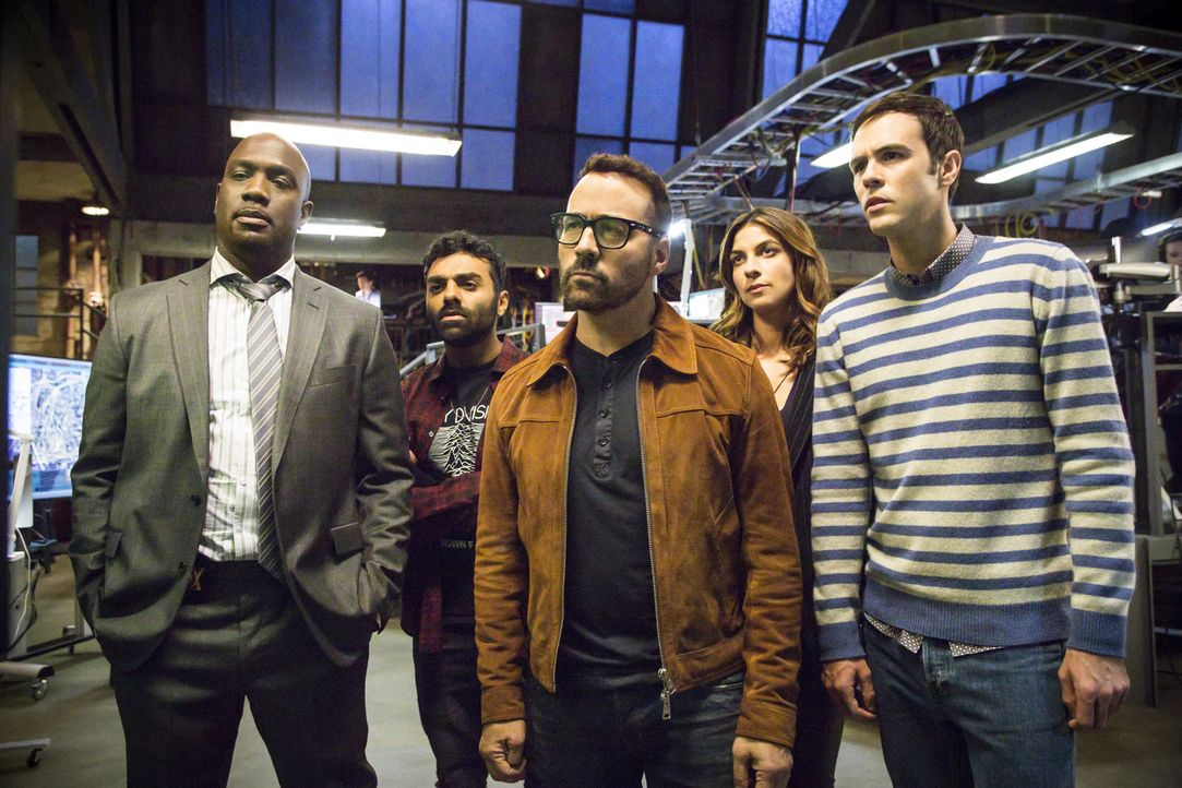 (v.l.n.r.) Detective Cavanaugh (Richard T. Jones); Tariq (Jake Matthews); Tanner (Jeremy Piven); Sara (Natalia Tena); Josh (Blake Lee) - Bildquelle: Bill Inoshita Bill Inoshita   2017 CBS Broadcasting, Inc. All Rights Reserved.