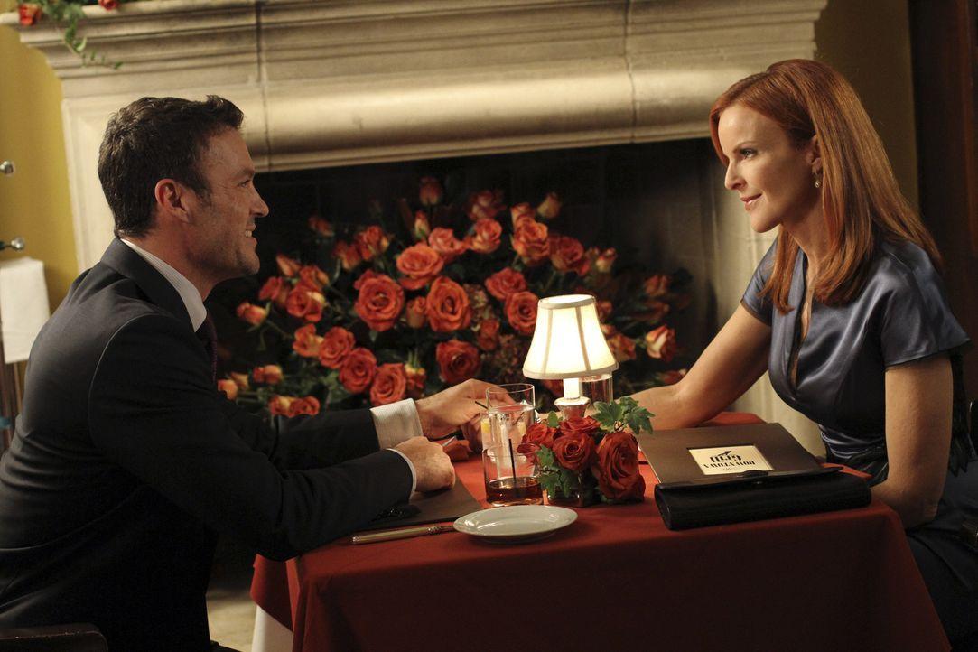 Keith (Brian Austin Green, l.) hat eine ganz besondere Überraschung für Bree (Marcia Cross, r.), doch leider wird sein Vorhaben ständig gestört ...... - Bildquelle: ABC Studios