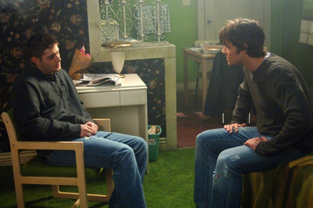 Können Sam (Jared Padalecki, r.) und Dean (Jensen Ackles, l.) den Reaper aufhalten - bevor ein unschuldiger Mensch dran glauben muss? - Bildquelle: Warner Bros. Television
