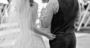 Bei einer Vintage-Hochzeit steht das Hochzeitkleid und die Mode für den Bräut...
