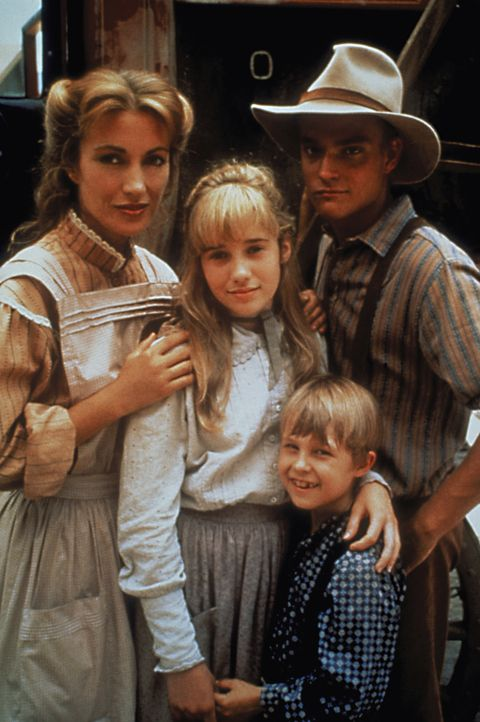 (1.-3. Staffel) - Als Charlotte Cooper, die Hebamme von Colorado Springs, von einer Schlange gebissen wird, ringt sie auf dem Sterbebett Dr. Quinn (... - Bildquelle: CBS Studios Inc. All Rights Reserved.