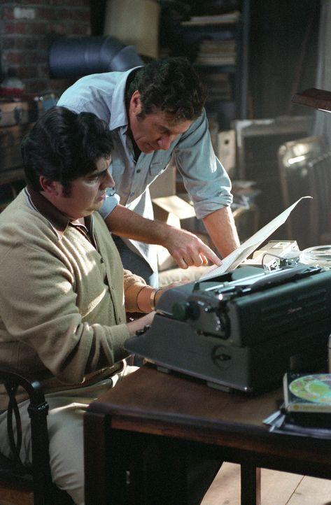 Verstricken sich immer mehr in ihren eigenen Lügen: Clifford Irving (Richard Gere, r.) und Dick Suskind (Alfred Molina, l.) - Bildquelle: 2006 Miramax Films.