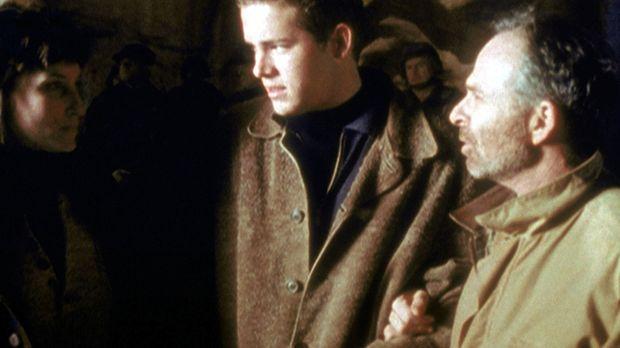 Paul (Ryan Reynolds, M.) folgt mit seiner Freundin Hope seinem Vater, dem ber...